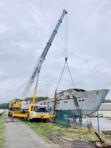 bateau monocoque meuse belgique chantier naval remise a eau manutention
